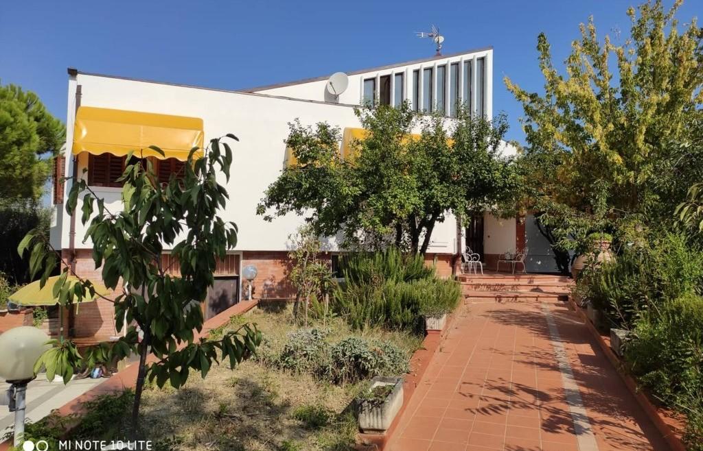 Villa indipendente con giardino in vendita a Coriano