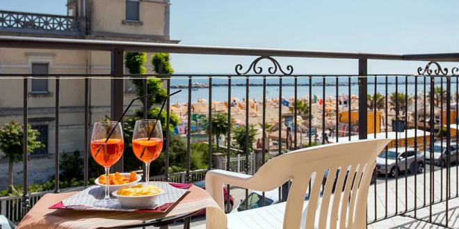 Hotel fronte mare in vendita a Rimini