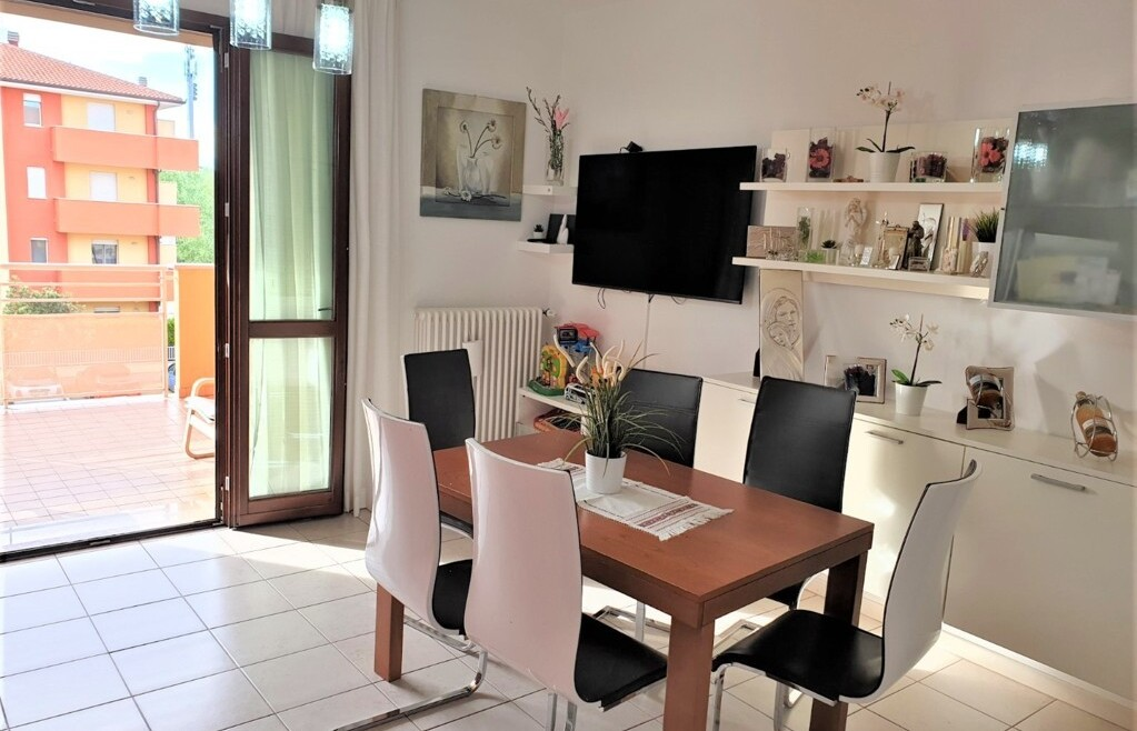 Luminoso appartamento con terrazzi in vendita a Rimini