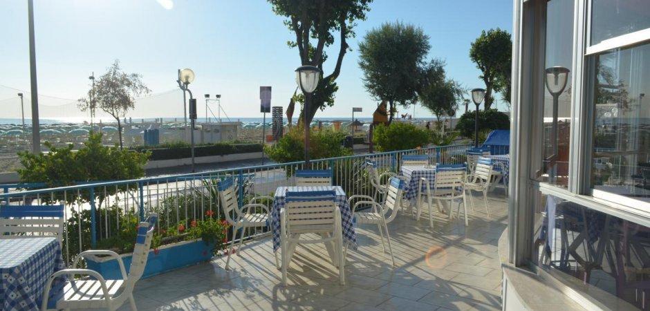 Hotel fronte mare in vendita a Rimini nord